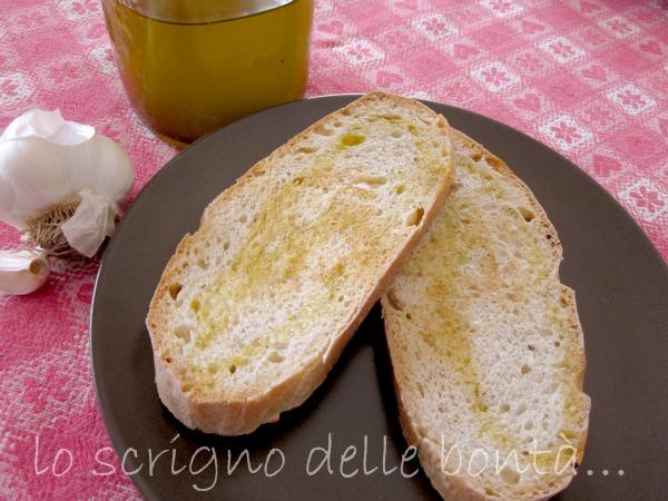 bruschette di pane bianco con pasta madre