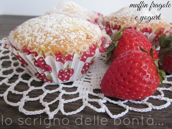 MUFFIN CON  FRAGOLE FRESCHE E YOGURT