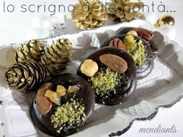 MENDIANTS i cioccolatini con frutta secca e candita
